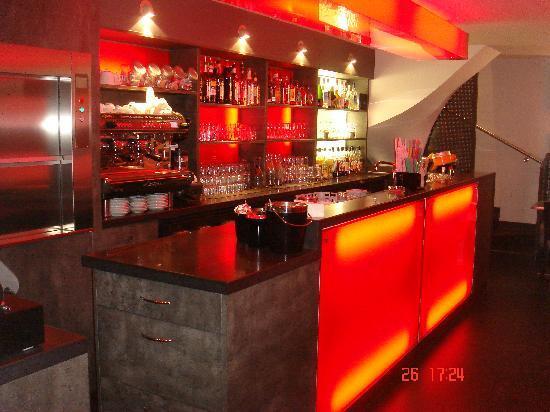 Ariston: Bar