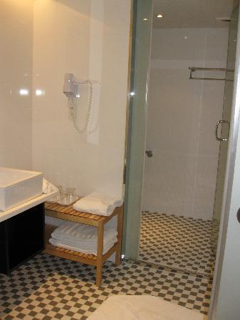 CityInn Hotel - Taipei Station Branch I: clean n modern bathroom