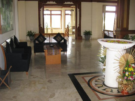 Langon Bali Resort & Spa: hotel lobby