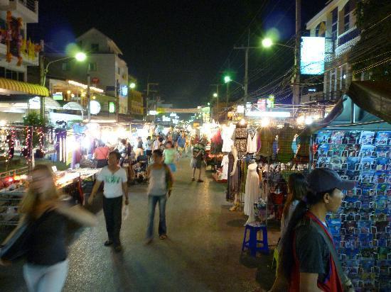 พุทธรักษา รีสอร์ท: Night market @Hua Hin