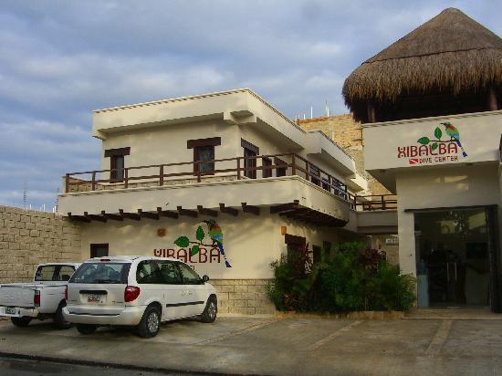 Xibalba Hotel: Hier das Hotel von Aussen. Erst wenige Monate alt!