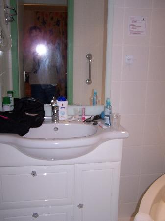 Hotel Restaurant Aux Bruyeres : salle de bain