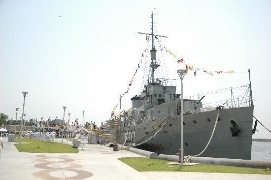 Canonero Guanajuato: Este barco se encuentra en Boca dekl Río Veracruz y hoy día es un bonito museo