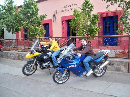 La Posada del Rio Sonora: Local kids admiring our rides