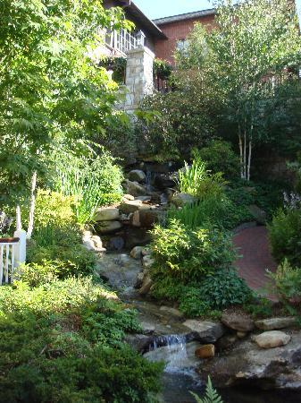 Highlands, NC: Wine Garden View