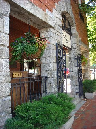 Old Edwards Inn and Spa: Warm and inviting entry