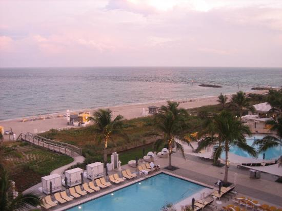Boca Beach Club, A Waldorf Astoria Resort: View out of our ocean-view room