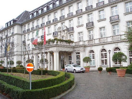 Pullman Aachen Quellenhof: facciata hotel