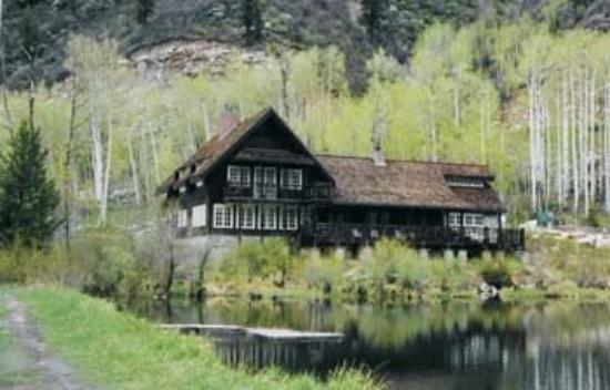 Lakehouse aspen colrado owner kevin costner picture for Building a home in colorado