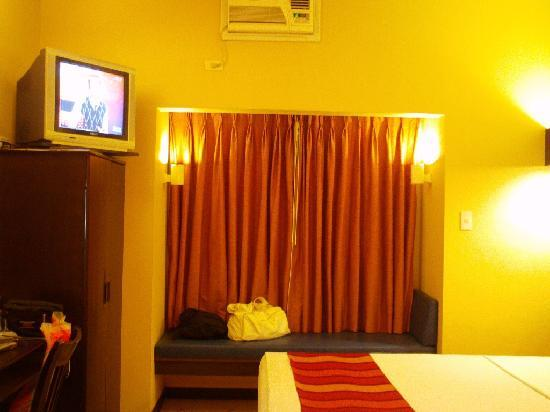Microtel Inn & Suites by Wyndham Davao: double room
