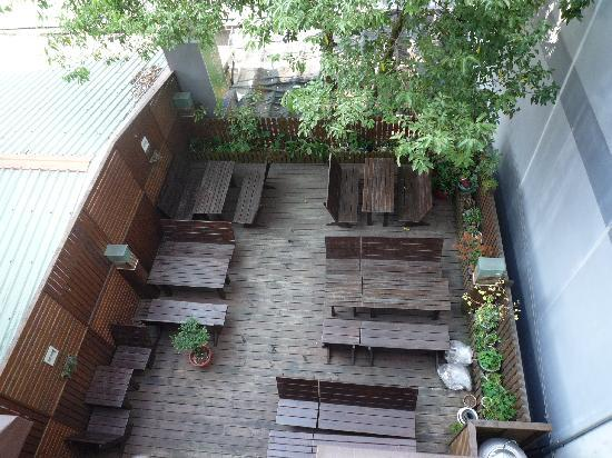Laurel Villa: View of outdoor area from room