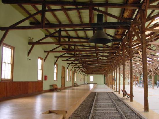 Caldera, Chili: Interior de la estación, se observan las cuadernas diseñadas por ing. navales en 1851