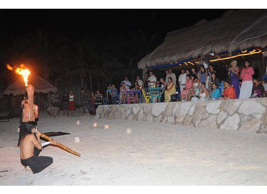 iQue Fresco!: Fire Dancers - great show!