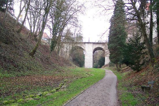 Ringhotel Johanniterbad: Valley path near hotel