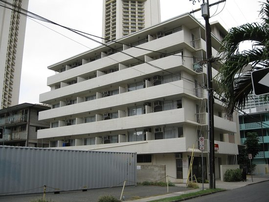 Waikiki Prince: Another view of hotel from street
