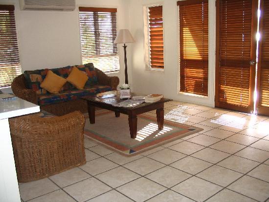 Sunset Cove Noosa Resort: Living Room