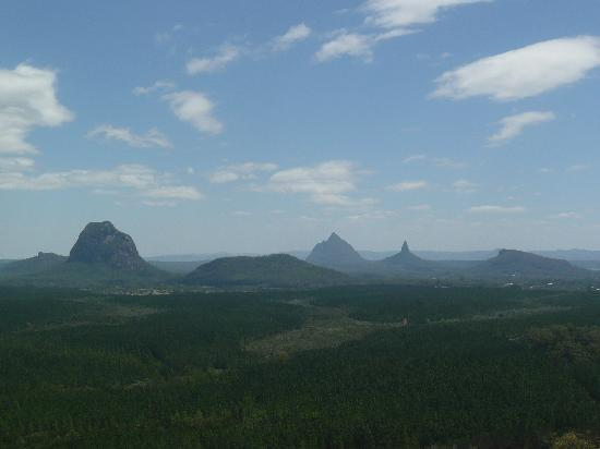 CrookNeck Retreat: Glasshouse Mountains