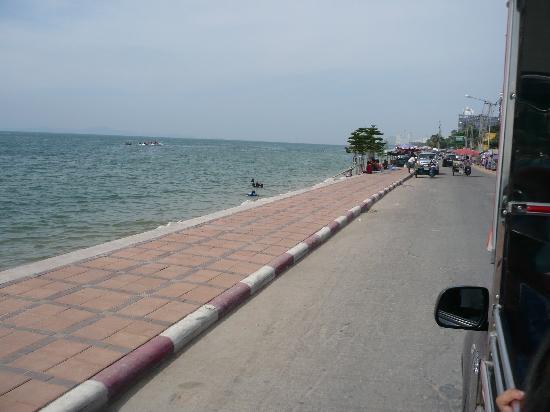 5ive Beach House Hotel: This is the beach near the hotel (Yes what BEACH)