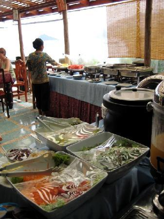Charm Churee Villa: buffet breakfast