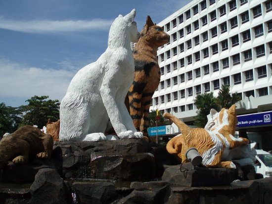Kuching, Malaysia: クチンの猫の像