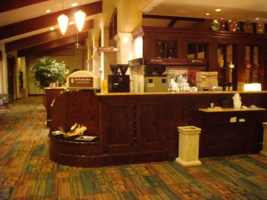 DoubleTree by Hilton Hotel Ontario Airport: Starbucks counter