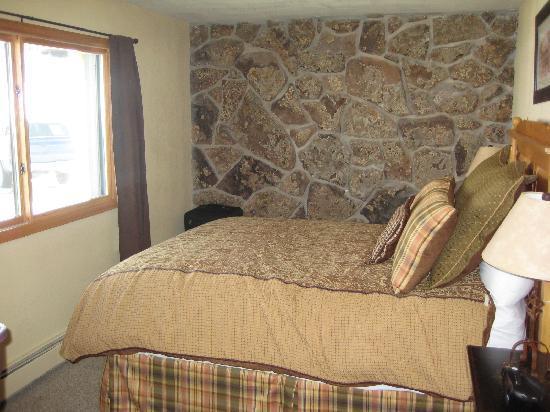 The Inn at Steamboat: Queen Suite Bedroom