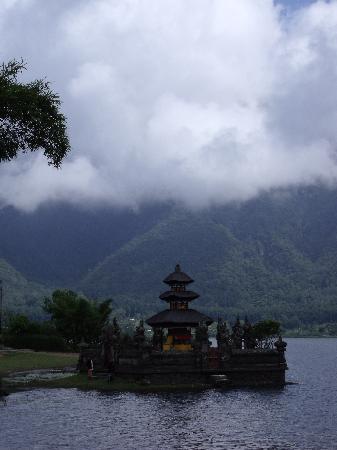 بالي, إندونيسيا: Look at the clouds...we are at abovesealevel 1700ft