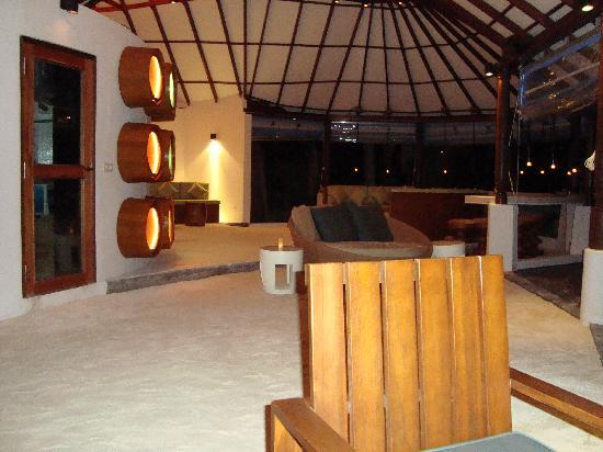 Centara Grand Island Resort & Spa Maldives : Coral Bar