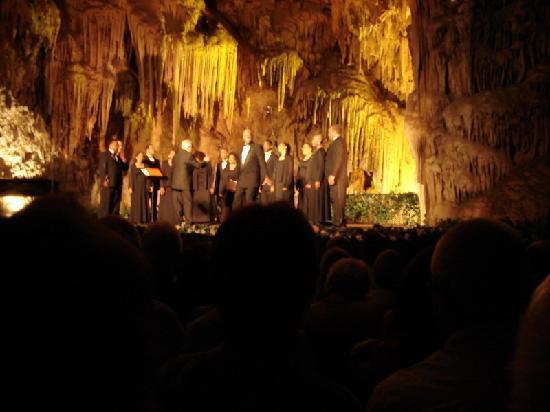 Meson Antonio: Jubilee Singers at the Caves of Nerja