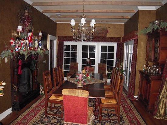 Elm Creek Manor: Dining