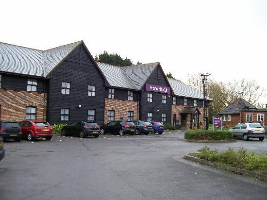 Premier Inn Farnborough West (Southwood) Hotel : General View from the car Park