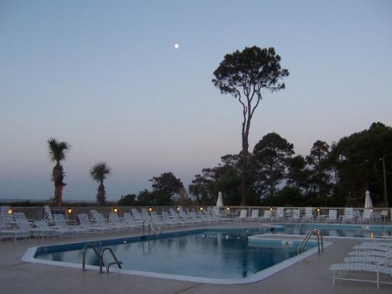 Ocean One 217: The Ocean One pool at 6:30AM. Pretty redundant when the Ocean is 300 feet away!