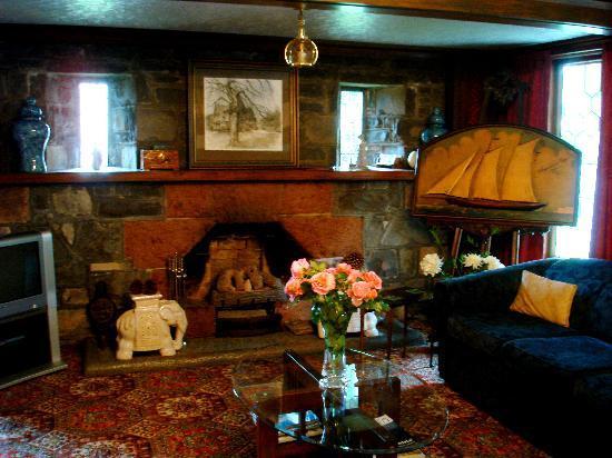Elm Tree House: common room