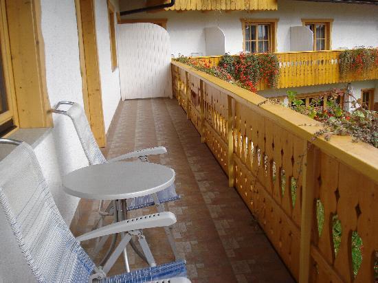 Garni Hotel Berc: Long balcony