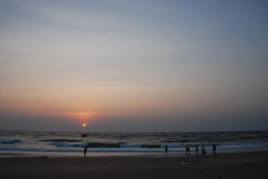 Gabriels Guest House: sunset in calangute
