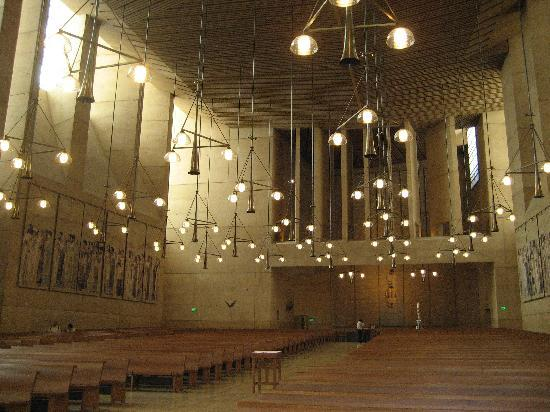 Cathedral of Our Lady of the Angels : とても広い教会です。