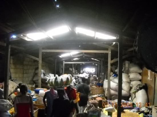 Kejetia Market: Indendørs del af Central Market