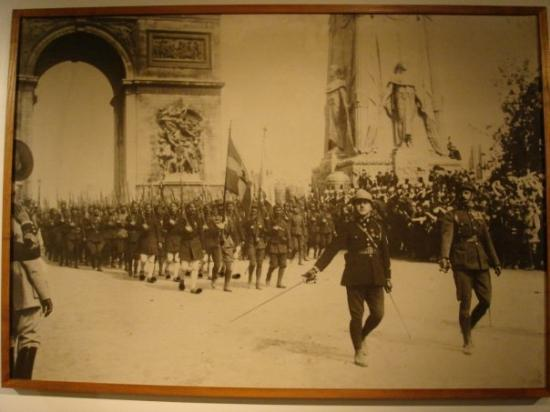 Benaki-Museum: Victorious allies march in Paris after the first World War. Depicted in this photograph is the G