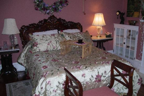 The Georgian Inn : Scarlet O'Hara Room