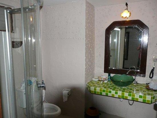 Baywatch Boutique Hotel Ao Nang: bathroom