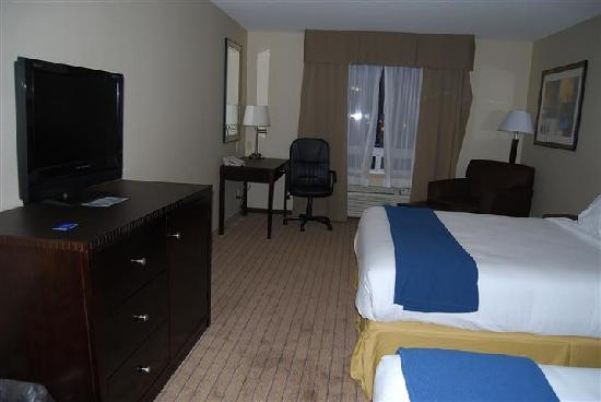 Holiday Inn Express Hotel & Suites Prince Albert: double beds. great, clean comfy new beds