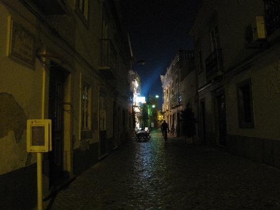 Residencial Lagoas : area around hotel at night