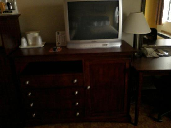 Quality Inn & Suites Dayton South / Miamisburg: TV