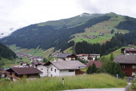 Itavalta Ja Pieni Alppikyla Tux Kuva Tux Tiroli Tripadvisor