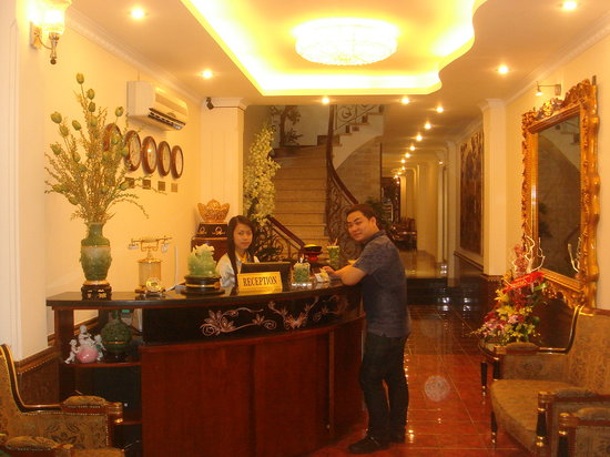 Hanoi Leo Hotel: FRONT DESK