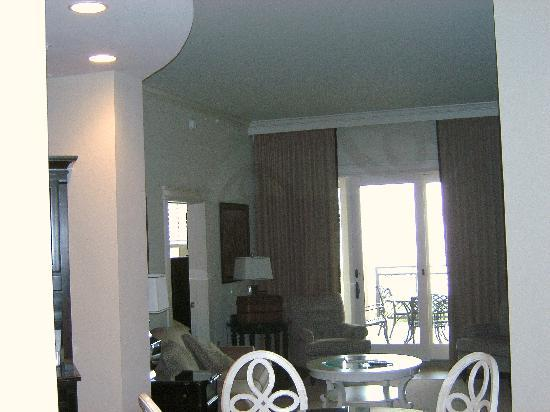 The Sea Gate Inn: Dining Area and Living Room