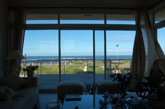 138 Marine Beachfront Guesthouse: View from the lounge/breakfast room