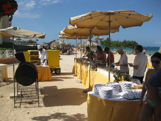 Iberostar Rose Hall Suites: Beach barbeque