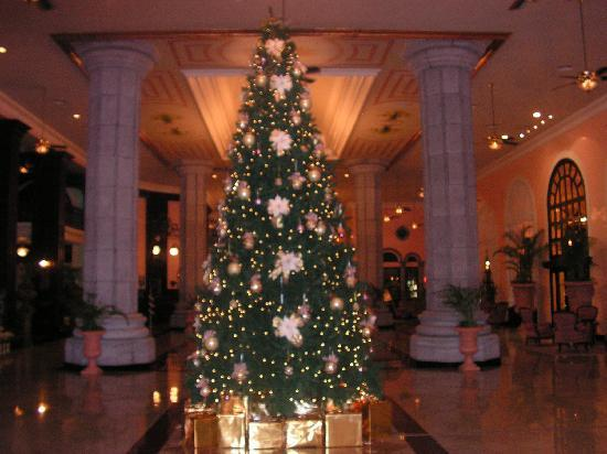 Hotel Riu Palace Mexico : xmas tree in lobby
