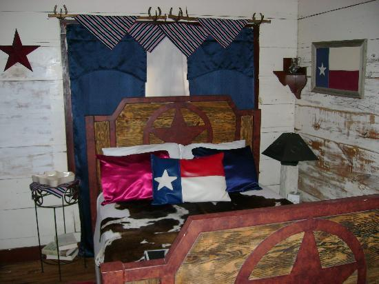 Stonehouse Bed and Breakfast: lonestar bed